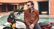 Ewan McGregor in sella a Moto Guzzi, l'attore protagonista del lancio della V85TT