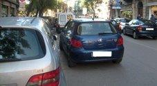 """Cassazione, auto in doppia file è reato: si rischia l'accusa di """"violenza privata"""""""