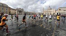 Maratona di Roma, la carica dei 10 mila: percorso e deviazioni in città