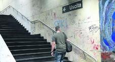 Napoli, mancano i vigilantes:  baby gang assalta la metro  Manomesso un treno