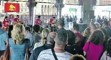 In duecento sotto la Pescheria: «Salviamo il mercato di Rialto»