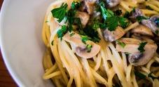 Cena a base di funghi al ristorante  Venti clienti finiscono in ospedale
