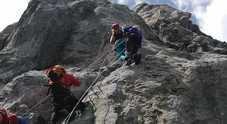 Colpiti da una scarica di sassi: alpinisti tedeschi incrodati in quota
