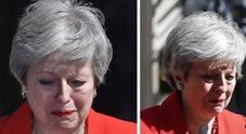 Immagine Sola e sconfitta: l'addio tra le lacrime della May