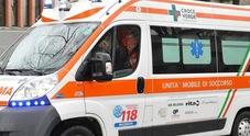 Travolto da uno stampo: grave operaio 44enne portato d'urgenza a Torrette