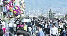 «Troppi turisti a Napoli: ora basta», ed è scontro nella galassia di de Magistris