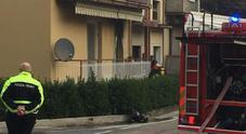Incendio in casa nella notte, donna muore Cinque persone salvate, tra cui un bimbo