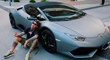 Fedez mostra la sua nuova Lamborghini su Instagram. E Chiara reagisce così