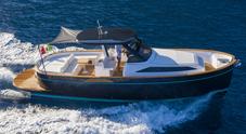 Apreamare 35: il nuovo gozzo fa già charter a Capri. L'esemplare numero 2 in partenza per il Giappone