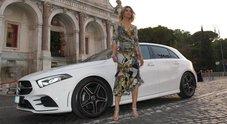L'auto che parla è già una star: Martina Colombari madrina al Gianicolo