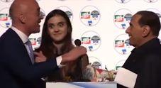 Berlusconi incorreggibile, nuova gaffe con la figlia del coordinatore di FI Video