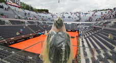 La pioggia interrompe per due volte la finale Rafa-Zverev: il Centrale si svuota