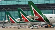 Governo: «Alitalia compagnia di bandiera». E si fa avanti Fs. Scontro Tria-Di Maio