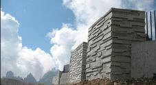 I nuovi muri della terrazza presso il rifugio Auronzo