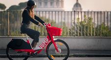 Uber, a Roma in un mese 100mila corse su bici elettriche Jump. Percorsi 223mila km, il 73% dei noleggi è nei giorni lavorativi