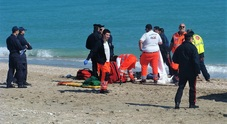 Porto Sant'Elpidio, mamma trovata morta in spiaggia, slitta il funerale
