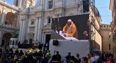 Papa Francesco sorvola e benedice: in tripudio L'incontro con i fedeli