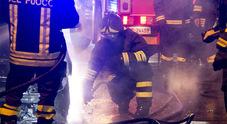Incendio in un container nell'autoparco comunale, allarme tra i residenti