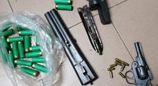 Un arsenale di armi con matricole abrase nel casolare abbandonato
