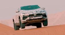 Lamborghini Urus, spettacolo sulla sabbia in attesa del 4 dicembre