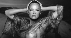 Pamela Anderson nuda trasparenze hot su Instagram E il post è criptico