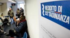 Reddito di cittadinanza, Inps: «Stop a chi firma contratti temporanei, e poi si riprende»