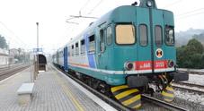 Incendio vicino ai binari bloccato il traffico ferroviario tra Marotta e Senigallia