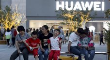 "Huawei perde Google, Usa contro Cina: è ""guerra"" tecnologica. Cosa succede adesso /Video Gli smartphone già venduti per ora sono salvi"
