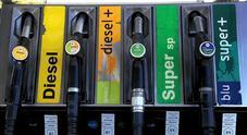 Benzina, prezzi fermi dopo i rialzi del weekend: verde stabile, diesel in calo