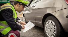 """Sicurezza stradale, al via i controlli della Polizia sugli pneumatici per la campagna """"Vacanze Sicure"""""""
