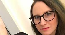 Jasmine, studentessa di 21 anni muore in bagno per un aneurisma
