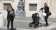 Foto Laura Ravetto entra con la figlia in passeggino Foto
