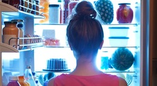 Lo spuntino di mezzanotte può provocare il cancro: «Rischi per seno e prostata»