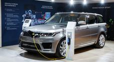Land Rover, tra passato e futuro il celebre marchio inglese festeggia anche a Parigi i suoi primi 70 anni