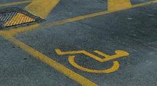 Sosta per invalidi, 4 automobilisti multati: usavano i permessi dei parenti