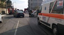 Scontro tra due auto: donna di 60 anni portata a Torrette dalla Croce Gialla