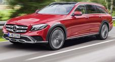 Mercedes Classe E All-Terrain, debutta a Parigi la wagon con lo stile da fuoristrada