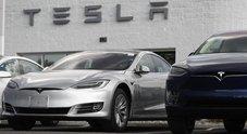 Tesla crolla in borsa: -9%, deludono consegne e taglio prezzi. Analisti prevedono 2019 difficile