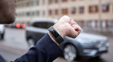 Volvo, il futuro è adesso. Parli al tuo smartwatch e l'auto si accende ed apre le portiere
