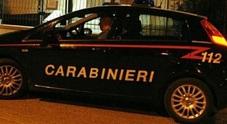 Stanco di aspettare se la prende con i sanitari: arrivano i carabinieri