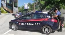 I carabinieri trovano coca e spinelli: in tre finiscono nei guai