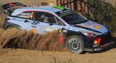 Rally di Sardegna, due Hyundai al comando: Paddon davanti, Neuville alle sue spalle. 3° Tanak (Ford)