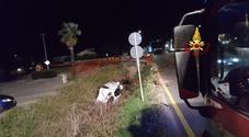 Schianto nella notte vicino al McDonald: 2 feriti, uno rimasto incastrato fra le lameiere