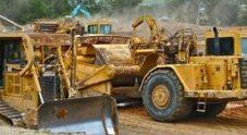 Escavatrici sul tir diretto in Romania: erano state rubate in Piemonte