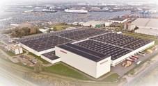 Nissan, installato il più grande tetto solare condiviso dei Paesi Bassi. Darà energia a 900 famiglie