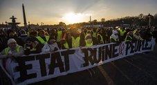 """Continua la protesta dei """"gilet gialli"""":  altre 2 auto forzano blocchi un ferito"""