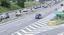 Serpentone d'auto ieri lungo l'autostrada A27
