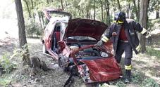 La Fiat 600 che si è schiantata nella boschetta