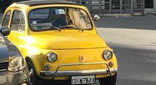 L'auto del corpo diplomatico? Una 500 d'epoca giallo mimosa