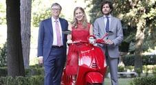Piaggio per la battaglia contro le malattie: Bill Gates svela la Vespa Red